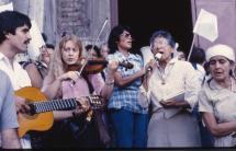 Canciones frente de la catedral